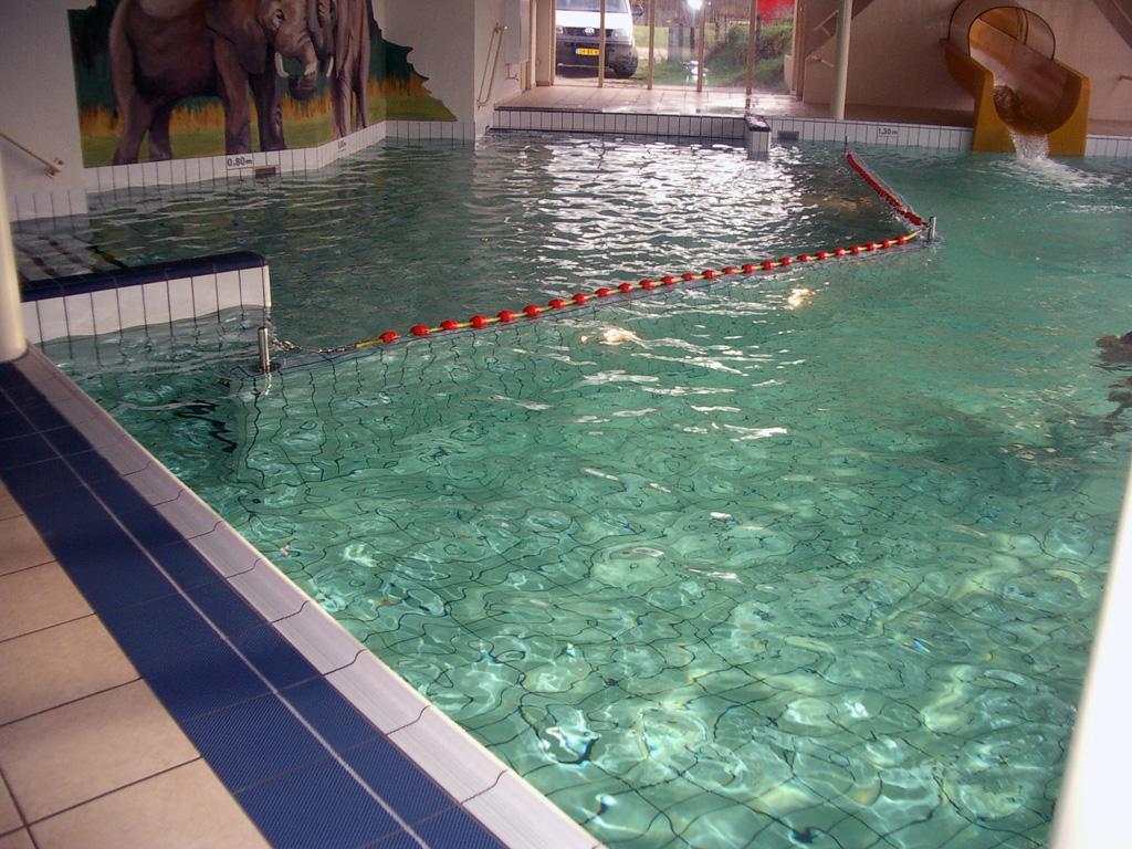 Openbare zwembaden for Zwembad tegels